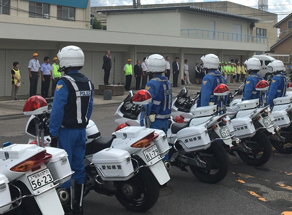 交通安全や防犯の為の江南警察署と連携した安全パトロール